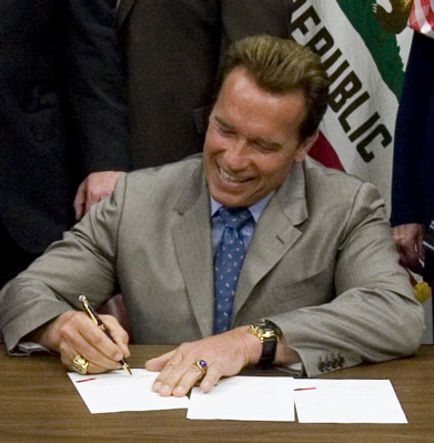 schwarzenegger-signs-bill